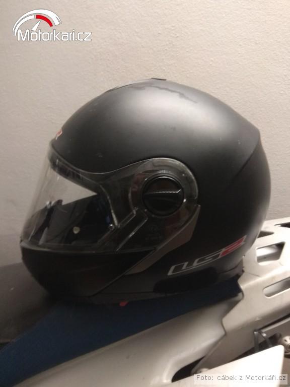 Daruji vyklápěcí helmu LS2. Chtěl jsem ji vyhodit cb6a93bd47
